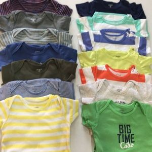 14/$20 Baby boy T-shirt Onesies in size 12m